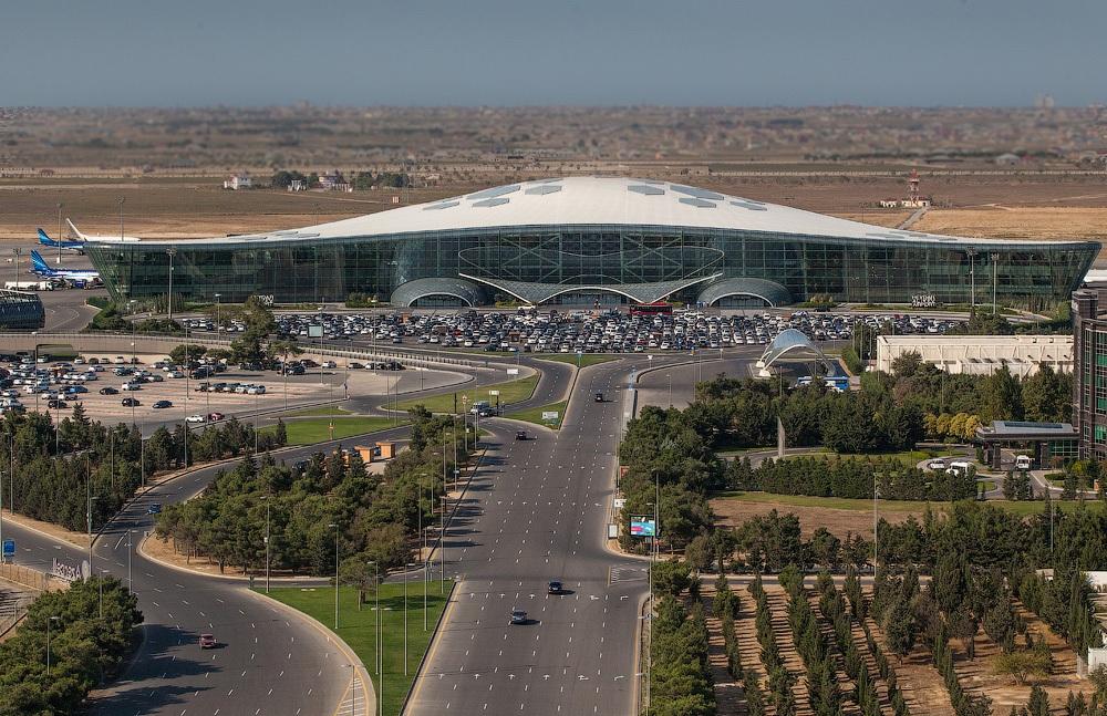 современный аэропорт Баку