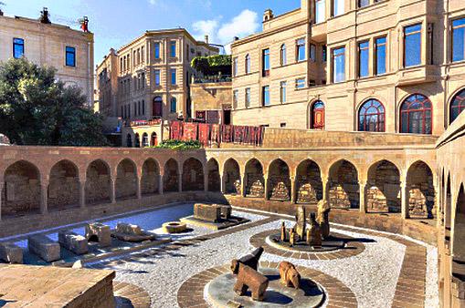 Рьıночная площадь старого города