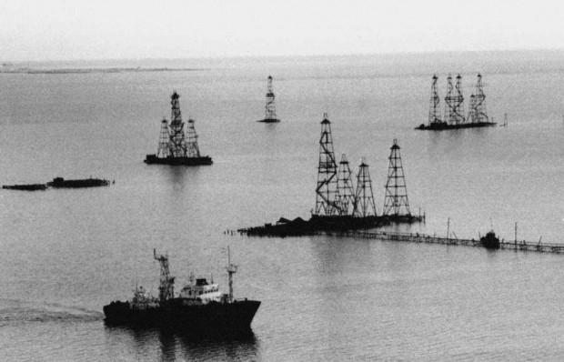 Первая в мире современная нефтяная скважина